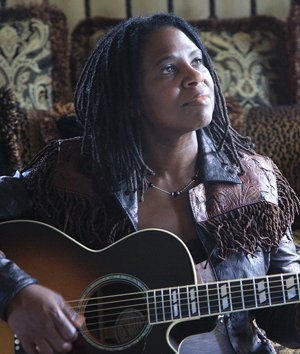 Conspirare Christmas 2013 Guest Ruthie Foster (photo John Carrico)